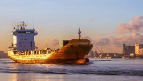 Steuern Sie ein Schiff navigiert ein Frachtschiff zum Golf von Thailand stock video footage