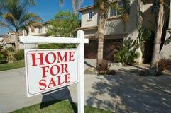 Steuern Sie für Verkaufs-Zeichen u. neues Haus automatisch an Lizenzfreies Stockfoto