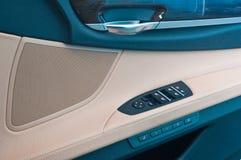 Steuern Sie switchs in einem Auto Stockbilder