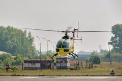 Steuern von Eurocopter AS-350 auf airshow Stockfoto
