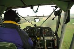 Steuerndes kleines Flugzeug Stockbilder