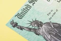 Steuerrückerstattungs-Scheck stockbilder