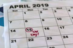 Steuerschuldabgabefrist 2019 markiert auf Kalender lizenzfreie stockbilder