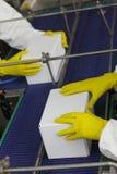 Steuerung am automatischen Produktionszweig in der Fabrik stockfotografie