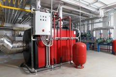 Steuerung der Zentralheizung und des Kühlsystems in einem Heizraum lizenzfreie stockbilder