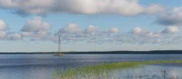 Steun met hoog voltage op het eiland van het meer Royalty-vrije Stock Foto