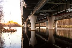 Steun van het viaduct van de westelijke hoge snelheidsdiameter - automobiele weg royalty-vrije stock fotografie