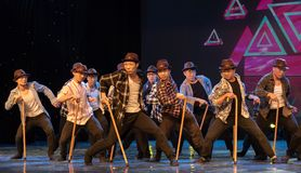 Steunpilaar dans-humoristische oude mens-Chinese moderne dans Stock Fotografie