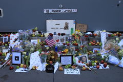 Steve Jobs memorial. People offering flowers, apples, notes at the memorial for Steve Jobs in front of the Apple store on 5th ave, Manhattan Royalty Free Stock Photos