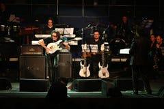 Steve Vai und das Entwicklungs-Tempo-Orchester Stockbild