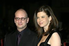 Steven Soderbergh und Jules Asner stockfotos