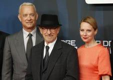 Steven Spielberg, Amy Ryan y Tom Hanks asisten a la premier alemana del puente de espías Foto de archivo libre de regalías