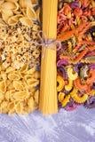 Stevige en gekleurde deegwaren, spaghetti Royalty-vrije Stock Foto's