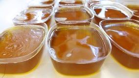 Stevigheids eigengemaakte zeep in gouden of gele kleur geschikt voor achtergrond Royalty-vrije Stock Afbeelding