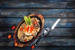 Stew αρνιών με το ρύζι και λαχανικά που εξυπηρετούν με το άσπρο ρύζι στοκ εικόνες με δικαίωμα ελεύθερης χρήσης