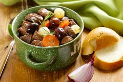 stew βόειου κρέατος στο κόκκινο κρασί με τα λαχανικά Στοκ εικόνα με δικαίωμα ελεύθερης χρήσης