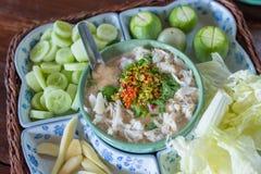 Stew καβούρι με τη σάλτσα εμβύθισης γάλακτος καρύδων και τα φρέσκα λαχανικά Στοκ Εικόνα