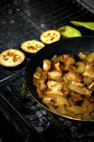 Stew παν bbq ορειχαλκουργών ανθράκων κρέατος λαχανικών στοκ εικόνες