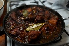 Stew πλευρών χοιρινού κρέατος στη σάλτσα Στοκ Εικόνα