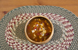 Stew σε ένα χαλί γιούτας Στοκ εικόνα με δικαίωμα ελεύθερης χρήσης