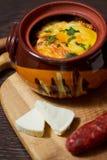 Stew δοχείο με το λουκάνικο Στοκ Εικόνες