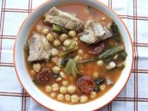 Stew chickpeas του λάχανου και της μπριζόλας χοιρινού κρέατος στοκ εικόνες με δικαίωμα ελεύθερης χρήσης
