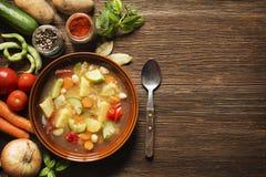 菜Stew.herbes de普罗旺斯 库存照片