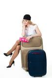 Steward (hôtesse de l'air) avec des bagages photographie stock