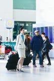 Steward (hôtesse de l'air) asiatique dans l'aéroport international d'Incheon Photo libre de droits