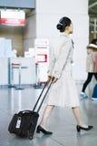 Steward (hôtesse de l'air) de Korean Air d'Asiatique à l'airpo d'International d'Incheon Photographie stock libre de droits