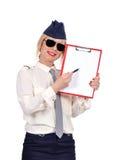 Steward (hôtesse de l'air) tenant le presse-papiers Photos stock