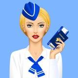 Stewardesa z paszportowym i lotniczym biletem w ręce na błękitnym backgrou Zdjęcie Stock