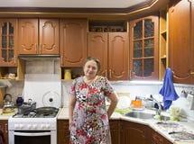 Stewardess in familiehotel, suzdal, Russische federatie royalty-vrije stock fotografie