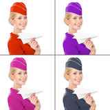 Stewardess Holding Paper Plane in der Hand. Mit Farbvarianten Lizenzfreies Stockbild