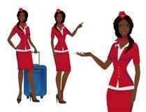 Stewardess i röd likformig Flyga deltagare, luftlyxfnask som pekar på information eller står med påsen royaltyfri illustrationer
