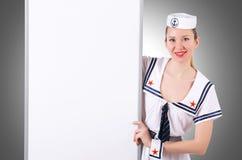 Stewardess met lege raad Royalty-vrije Stock Foto's