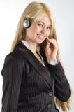 Stewardess met oortelefoons stock afbeelding