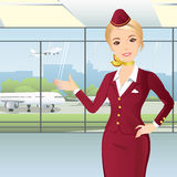 Stewardess på flygplatsen Royaltyfri Illustrationer