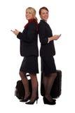 Stewards (hôtesse de l'air) contrôlant leur email Image stock