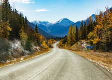 Stewart Cassiar Highway 37 in daling BC Canada stock foto
