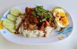 Stewed wieprzowiny noga z Rice na bielu stole Obraz Royalty Free