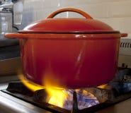 Stewpot sur des flammes Photos stock