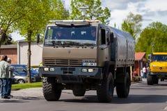Steyr 12M18 das forças armadas austríacas conduz na rua imagem de stock royalty free