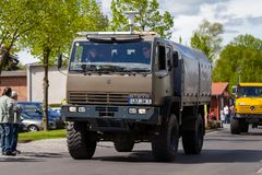 Steyr 12M18 von den Bundesheer-Antrieben auf Straße lizenzfreies stockbild