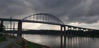 StGeorges桥梁在一阴天 库存图片