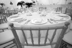 Stühle in einem Ballsaal Lizenzfreies Stockfoto