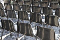 Stühle eines Kinos im Freien Lizenzfreie Stockfotografie