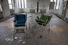 Stühle im leeren Raum Lizenzfreie Stockfotografie