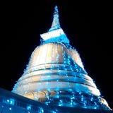 Sthupa美好的闪电夜wesak poya天 库存图片