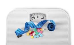 Stia il concetto a dieta Nastro di misurazione, pillole assortite Fotografia Stock Libera da Diritti